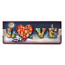 Kolorowe literki Love na Boże Narodzenie